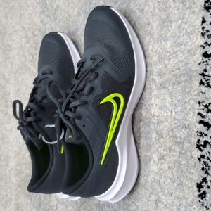 New Nike Downshifter 11  4.5Youth